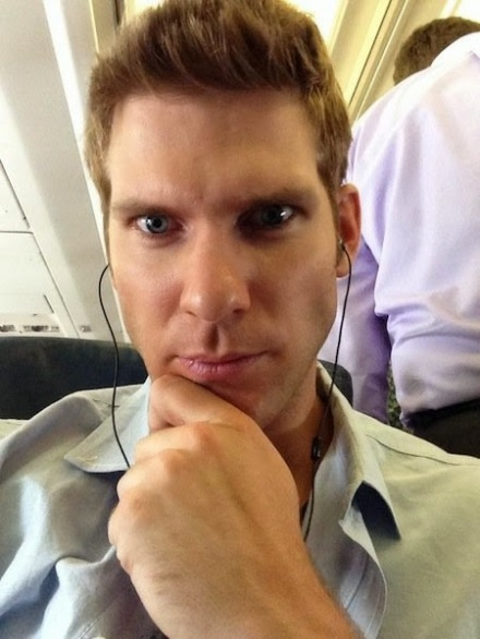 """Scientists Link Selfies To Narcissism, Addiction & Mental Illness - The """"I Have Enough Money to Fly On an Airplane"""" Selfie (AND I own earbuds.)"""