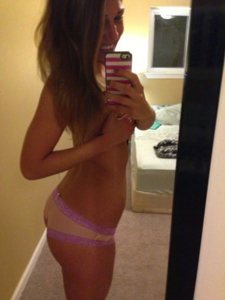 """Scientists Link Selfies To Narcissism, Addiction & Mental Illness - The """"I'm a Gigantic Whore"""" Selfie"""