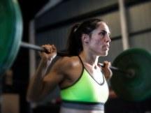 woman-lifting-barbell